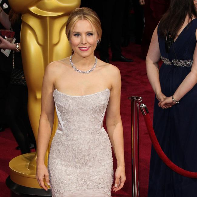 kristen_bell_peed_in_a_jar_before_oscars.jpg