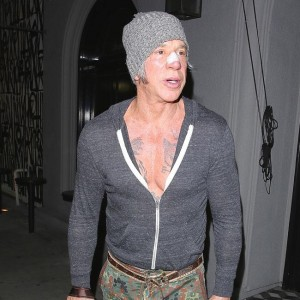 mickey_rourke_hooked_on_surgery.jpg