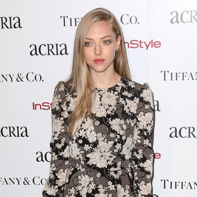 amanda_seyfried_wants_private_wedding.jpg