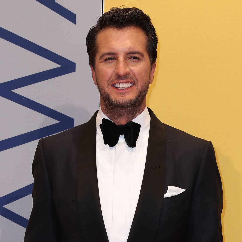 luke_bryan_to_perform_national_anthem_at_super_bowl.jpg
