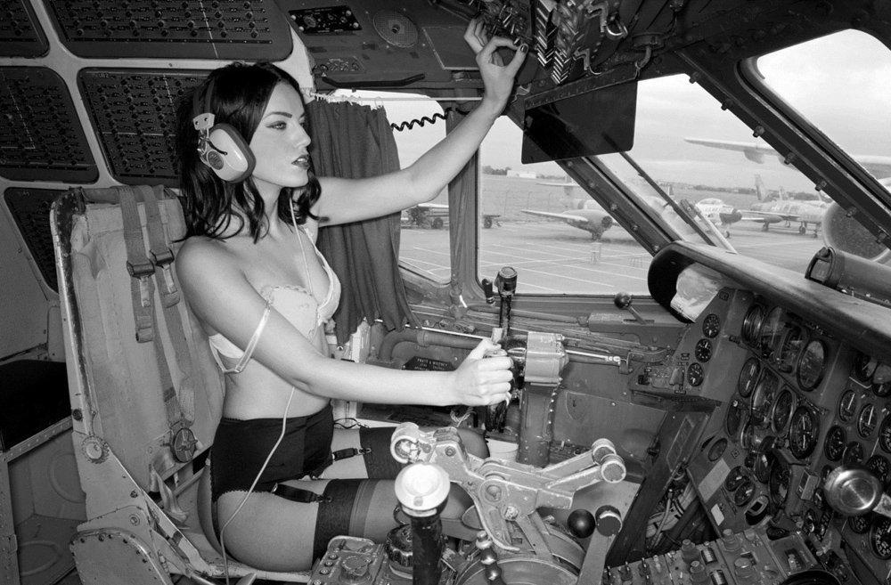 голая в самолёте