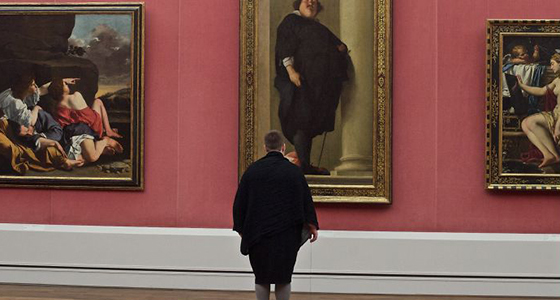 Museum visitors who match artworks